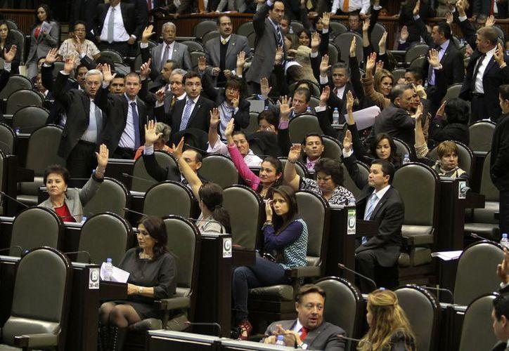 Aunque el dictamen fue aprobado en la Comisión de Puntos Constitucionales, el Movimiento Ciudadano presentará una moción suspensiva para frenar el proyecto. (Foto: Notimex)