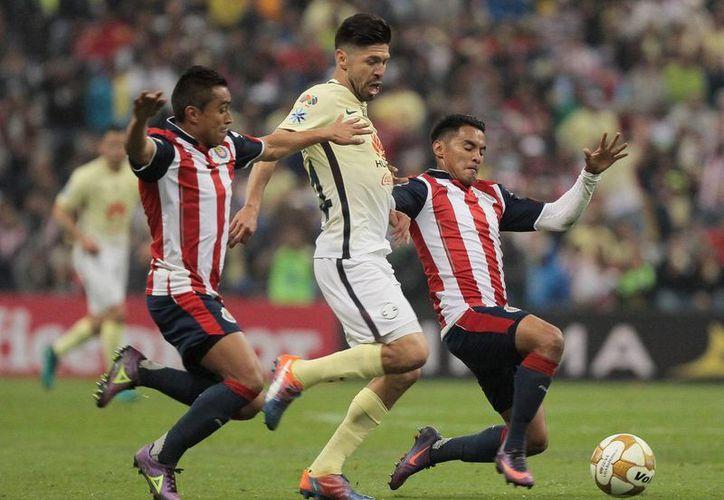 Chivas y América se enfrentan la noche de este sábado como parte de la jornada siete. (Notimex)