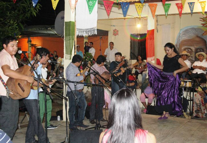Difundir la música, comida, artesanías y brindar ayuda a los 'jarochos' es el objetivo por el cual quieren crear una asociación de veracruzanos en Solidaridad. (Octavio Martínez/SIPSE)