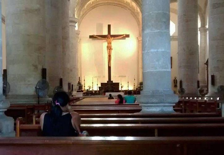 En la Catedral de Mérida, cuyo interior se observa en la fotografía, se ordenarán dos sacerdotes o seis diáconos transitorios. (SIPSE.com)