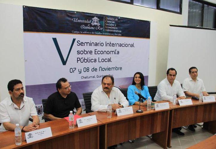 El evento representó un punto de encuentro para investigadores y especialistas en torno a la economía pública. (Cortesía/SIPSE)