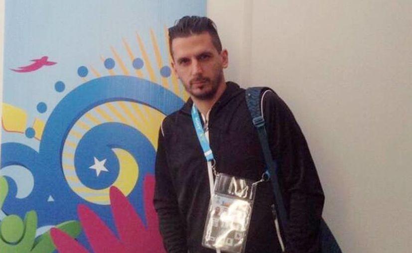 El taxi en el que viajaba el periodista argentino Jorge López fue impactado por otro vehículo que era conducido por delincuentes que huían de la policía. (infobae.com)