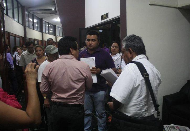 Dos representantes del Comité de Lucha fueron atendidos por el presidente de la Gran Comisión, José Luis Toledo Medina. (Harold Alcocer/SIPSE)