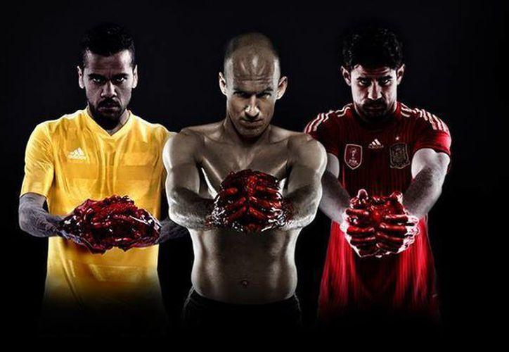 Dani Alves, Arjen Robben y Diego Costa aparecen en la polémica campaña publicitaria de Adidas. (Facebook/Adidas)