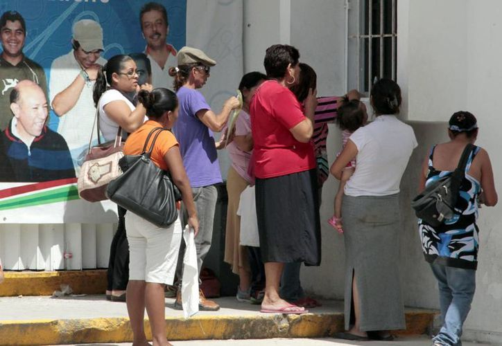 Las autoridades informan a las mujeres que la violencia familiar se persigue de oficio. (Tomás Álvarez/SIPSE)