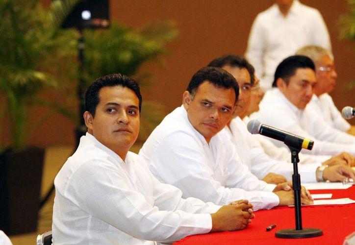 Omar Corzo (acompañado de Rolando Zapata en la foto) dijo que el trabajo entre las dependencias federales brinda resultados a los ciudadanos. (Milenio Novedades)