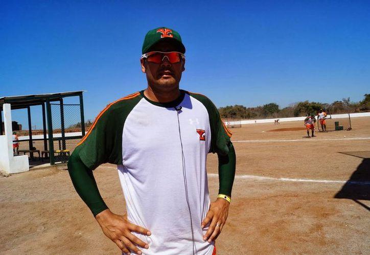 Javier Martinez, Escopetita, lanzador de Leones de Yucatán, sufrió este lunes la pérdida de su padre, don Javier Martínez Márquez, Escopeta. (beisbolcampechano.blogspot.com)