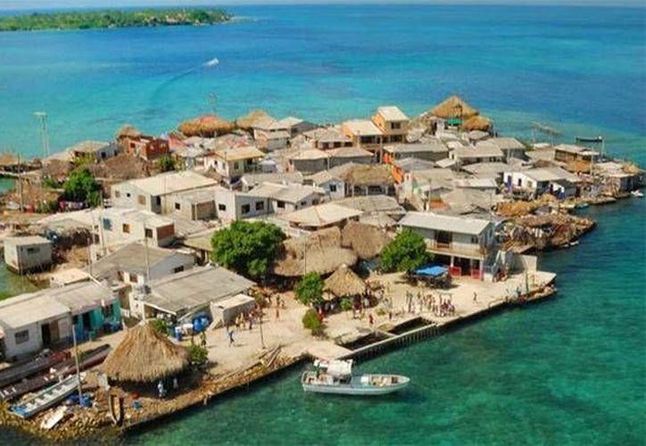 El lugar más poblado de la Tierra es un pequeño islote colombiano del Mar Caribe, llamado Santa Cruz del Islote. (puntafaro.com)