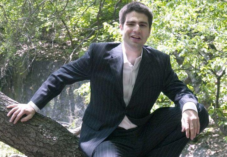 Ned Vizzini habló en todo Estados Unidos sobre los problemas mentales y el efecto curativo de la escritura. (Agencias)