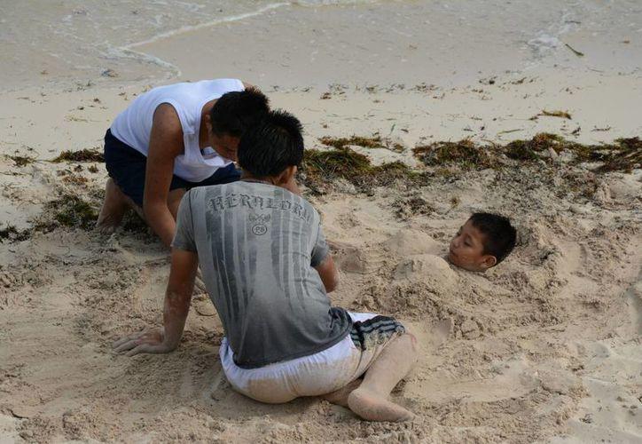 En las playas de Puerto Juárez se vio poca afluencia de turistas. (Victoria González/SIPSE)