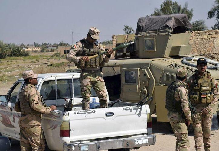 Soldados iraquíes toman posiciones en la localidad de Ramadi, en las inmediaciones de la ciudad de Faluya, Irak, el pasado 23 de mayo. (EFE)