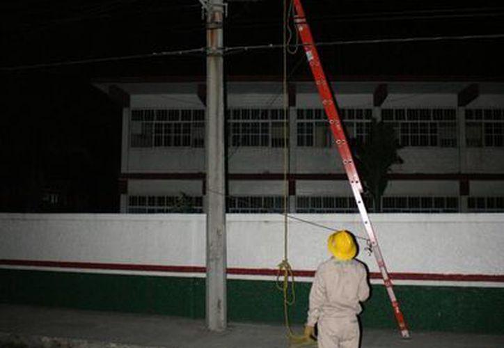 """Aseguran que el principal daño se localiza justo en la puerta de acceso de la escuela secundaria """"Andrés Quintana Roo"""". (Irving Canul/SIPSE)"""