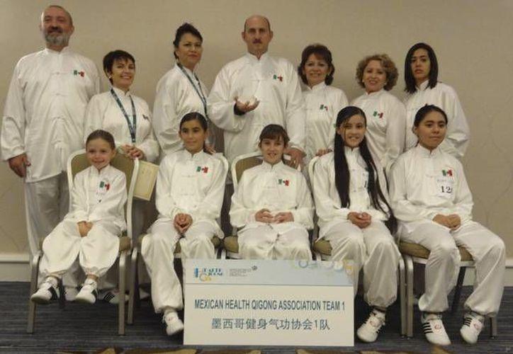 Los dos representativos mexicanos obtuvieron el tercer lugar en la forma Ba Duan Jin. (SIPSE)