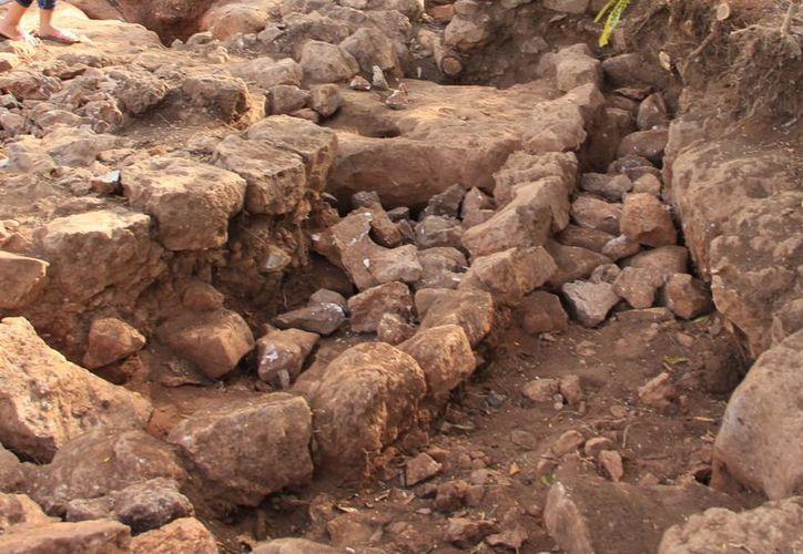 Especialistas trabajan en el rescate del sitio arqueológico en Noc Ac. (Milenio Novedades)