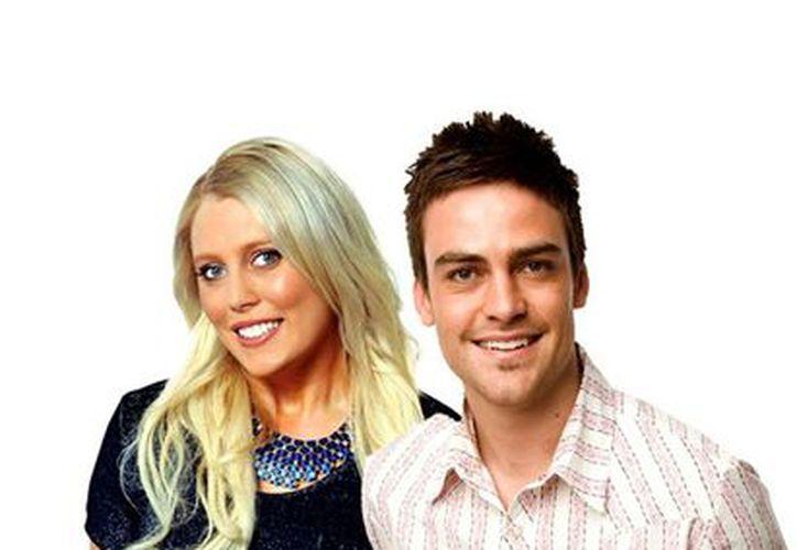 Los locutores de la estación de radio 2Day FM,Mel Greig (i) y Michael Christian. (Agencias)