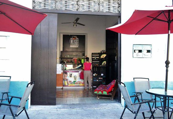 La Cafetería Montejo ahora poco a poco se transforma en una galería. (Daniel Sandoval/ Milenio Novedades)