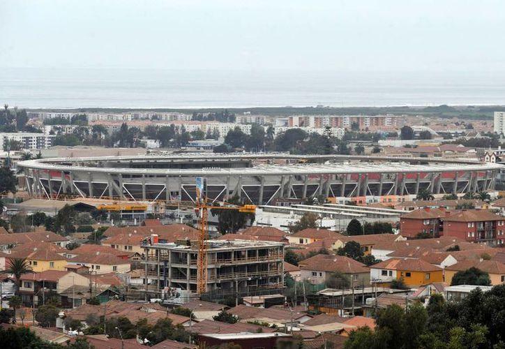 Comenzaron las pruebas antidopaje a las selecciones de Copa América y se informó que los empates en cuartos de final y semifinales irán directo a penales. En la foto, vista general del Estadio La Portada en la localidad de La Serena, a unos 600 km al norte de Santiago de Chile. (EFE)