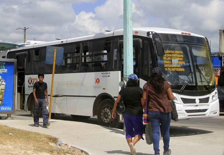 Los camiones que tiene la empresa no son suficientes para cubrir las rutas establecidas en Chetumal. (Harold Alcocer/SIPSE)