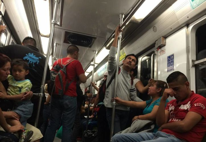 En días pasados, usuarios de la Línea 7 del Metro denunciaron que uno de los trenes viabaja con puertas abiertas. (Archivo/Notimex)