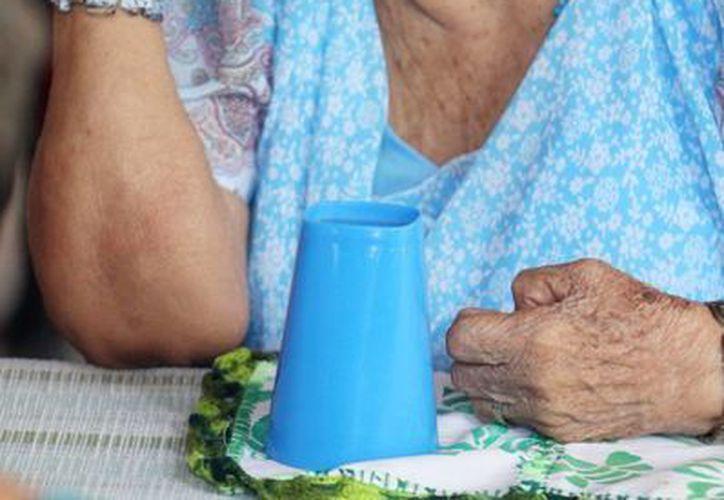 La osteoporosis a menudo se diagnostica hasta que el paciente presenta una primera fractura. (Archivo/Notimex)