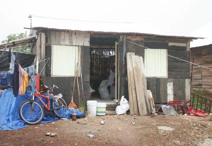 Entre mil 500 y cinco mil viviendas othonenses cuentan con alguna carencia como energía eléctrica, agua potable, drenajes, sanitarios y piso firme. (Harold Alcocer/SIPSE)