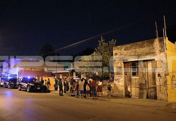 La muerte conmocionó a los vecinos de la joven mujer. (Victoria González/SIPSE)