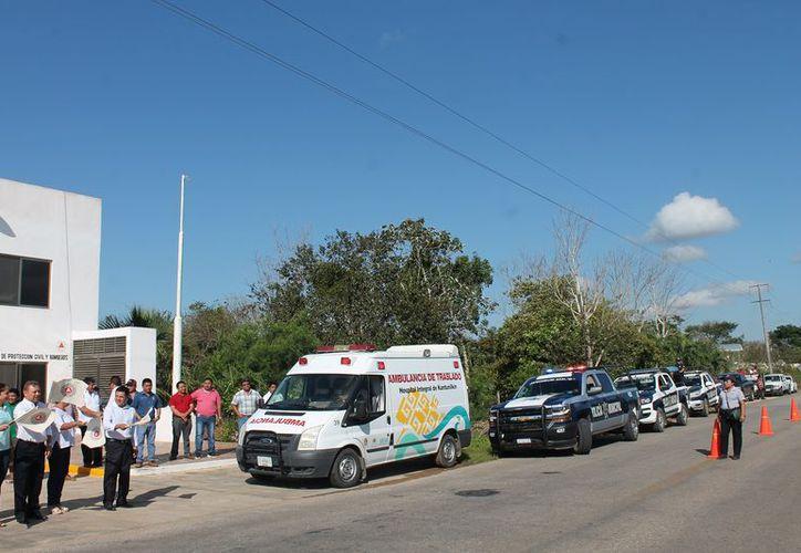 Las autoridades municipales dieron el banderazo de salida a las unidades. (Raúl Balam/SIPSE)