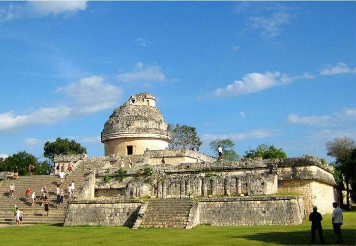 Los paseos nocturnos comprenderán el Templo de las Mil columnas y el Observatorio de Chichén Itzá. (SIPSE)