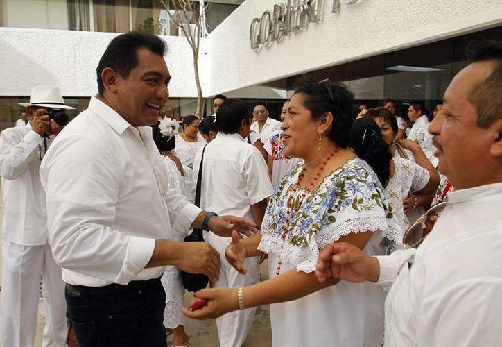 El titular de la Segey encabezó la ceremonia de entrega de plazas a trabajadores de diversas escuelas de Yucatán. (Milenio Novedades)