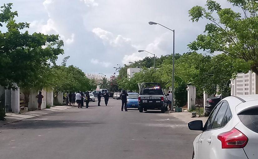 Los elementos policíacos realizan operativos para localizar al maestro. (Octavio Martínez/SIPSE)