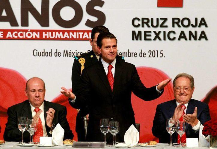 Peña Nieto reafirmó el compromiso de su gobierno de trabajar 'hombro con hombro' con la Cruz Roja Mexicana, institución que celebra 105 años de existencia. (Notimex)