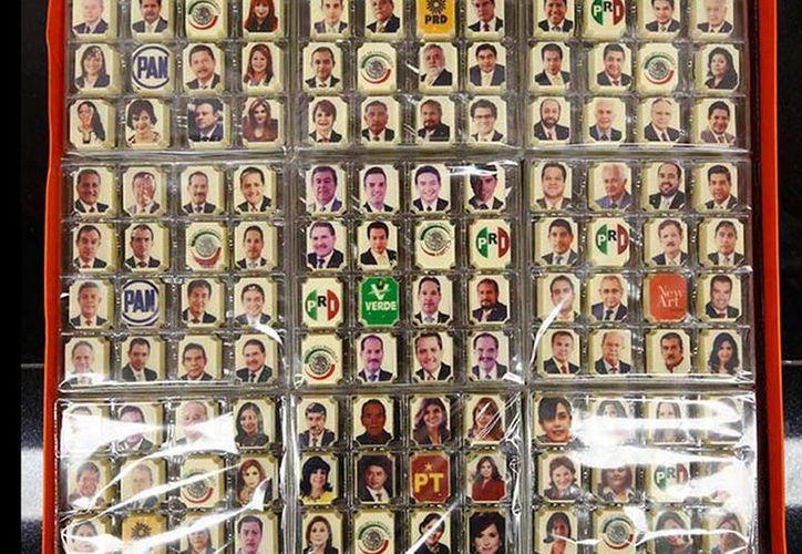 Esta Navidad los senadores recibieron una caja de chocolates con las imágenes de los 127 legisladores y los escudos de las distintas bancadas (Excelsior)