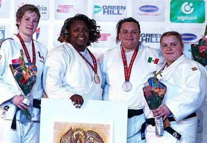 La mexicana Vanessa Zambotti (tercera de izq. a der.) cerró con un tercer lugar su participación en el tercer sitio del Grand Prix de Judo que se realizó en La Habana, Cuba. (Imagen tomada del Twitter: @GoberDuarte)