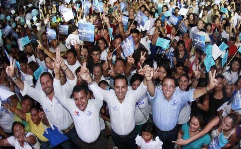 Al mediodía Mauricio Vila Dosal realizó su trámite de registro como candidato a la gubernatura de Yucatán, ante el Comité Directivo Estatal (CDE) blanquiazul. (SIPSE)