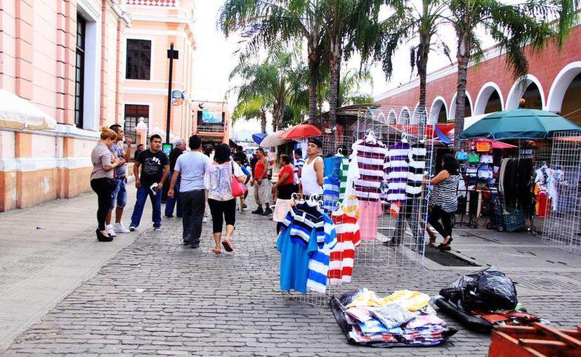 Este año no se permitirán tianguistas frente al Portal de Granos en el centro de Mérida. (Milenio Novedades)