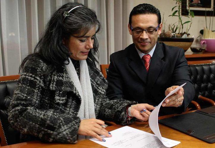 Luz María Zarza, consejera jurídica de Edomex, fue implicada en el escándalo que enfrenta la constructora OHL por irregularidades en el Circuito Exterior Mexiquense. (inea.gob.mx)