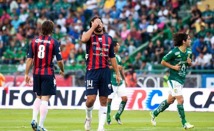 'Kikín' Fonseca vio aparecer ante su rostro dos tarjetas amarillas que lo obligaban a dejar la cancha y a sus compañeros. (Archivo/SIPSE)