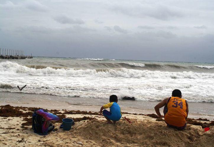 A pesar de las lluvias aisladas que se esperan en Playa del Carmen, no se prevé el cierre del puerto. (Octavio Martínez/SIPSE)