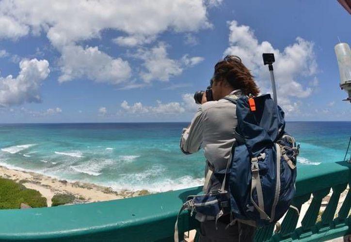 Dos periodistas de una revista especializada en viajes de aventura publicarán un reportaje sobre Cozumel.  (Redacción/SIPSE)