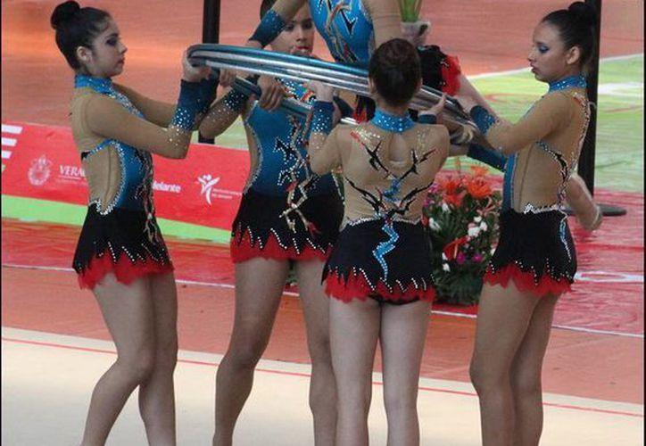 """Las """"Reinas del Mayab"""" se bañaron de oro en gimnasia rítmica de la ON 2014. (SIPSE)"""
