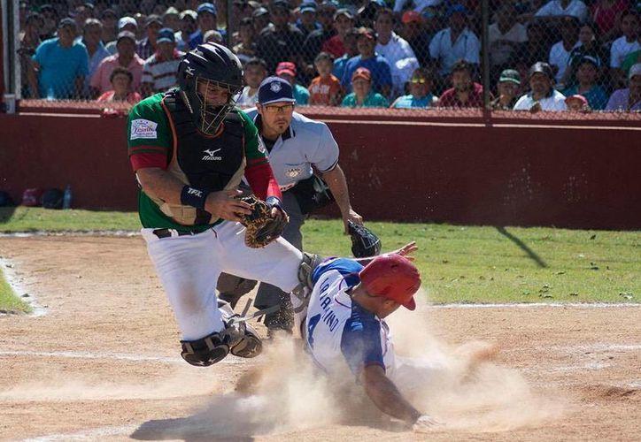 Castores de Mérida igualó la serie final tras vencer 6-1 a Reyes de Tizimín, el pasado domingo.El próximo domingo se define al campeón en el Kukulcán Álamo.(Milenio Novedades)