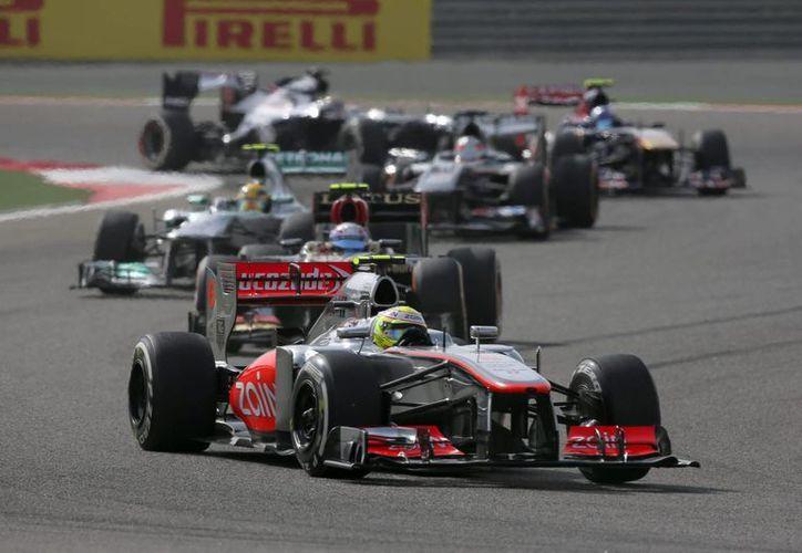 El mexicano Sergio Pérez en acción en el Gran Premio de Bahréin. (EFE)
