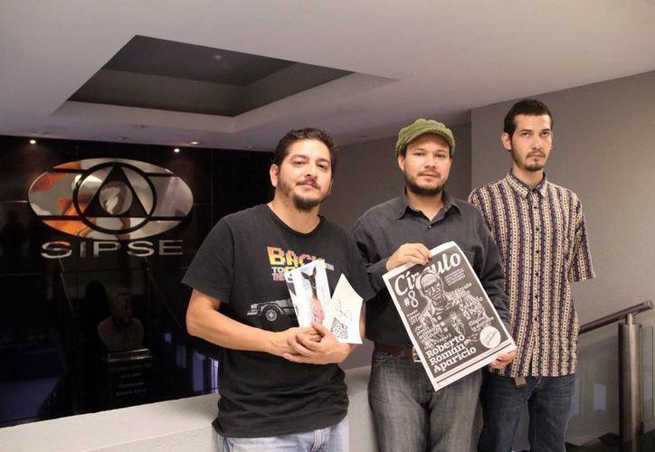 El colectivo Patio Central, que invita al evento 'Lecturas Templarias' está conformado por músicos como Daniel Flink, que toca la trompeta maya, Adrián Roa, y estudiantes. (SIPSE)