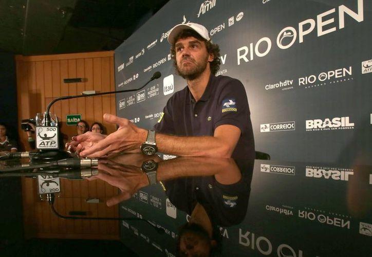El extenista brasileño Gustavo Kuerten durante una rueda de prensa por las actividades del Abierto de Río de Janeiro. (EFE)