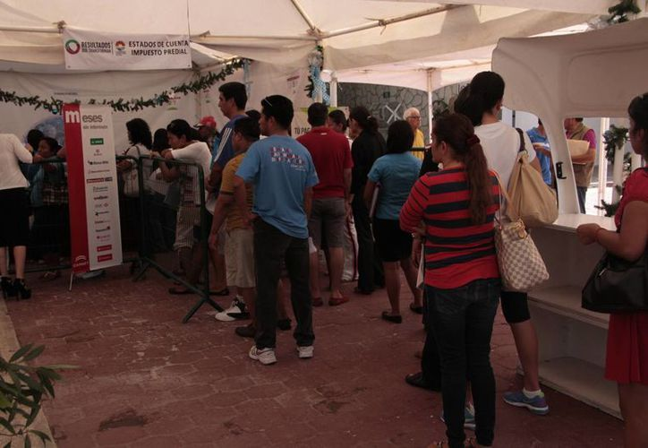 Atienden a los contribuyentes en la explanada del Ayuntamiento de Benito Juárez. (Tomás Álvarez/SIPSE)