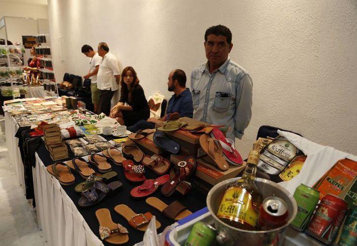Diversos productos locales serán exhibidos en una tienda el próximo mes. (Israel Leal/SIPSE)