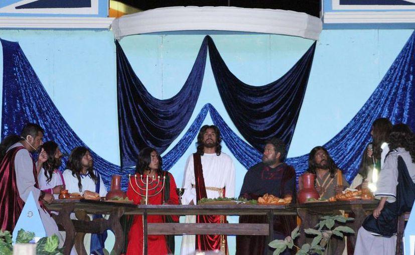 La Última Cena de Jesús con sus discípulos tuvo lugar anoche en la Macroplaza Cuitláhuac. (Notimex)