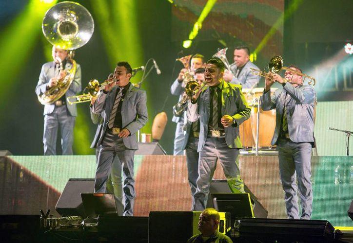 La Banda El Recodo estrena nuevo disco: Mi vicio más grande. En la foto, durante una presentación en Monterrey. (Notimex)