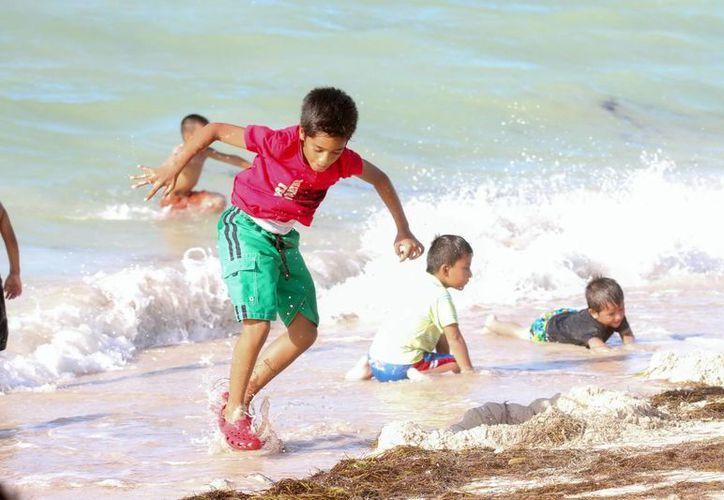A partir de este viernes las playas yucatecas se llenarán de niños que a partir de hoy disfrutan sus vacaciones, las 'más largas' en una década. (Archivo/ Milenio Novedades)