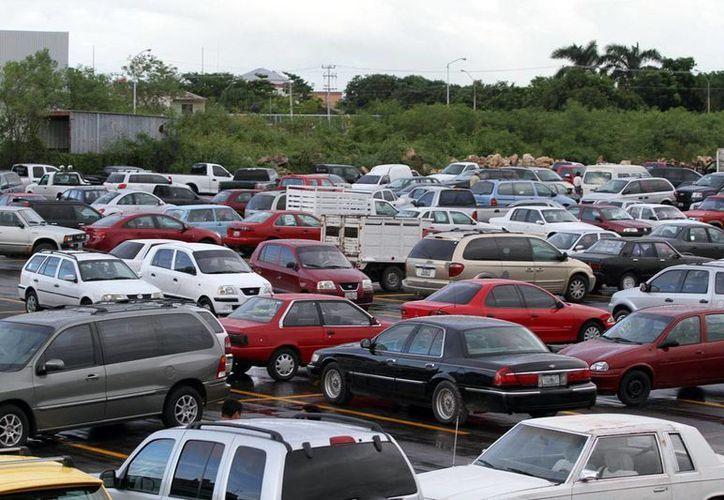 El mercado de autos usados es mucho mayor al de vehículos nuevos, por lo que una compañía financiera otorgará créditos para la adquisición de carros usados. Imagen de contexto. (Milenio Novedades)